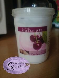 AVON Naturals - Czereśnia i Gałka muszkatułowa. Jogurtowy nawilżający balsam do ciała.