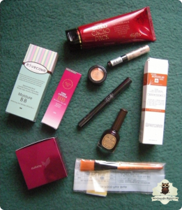 Rivecowe Moisture BB Cream, ElishaCoy Time Capsule BB Cream, ElishaCoy Soft Finish Mineral Powder, ZAMIAN Gold Cocoa Chocolate Pack, MISSHA The Style Under Eye Brightener, MISSHA The Style Perfect Concealer, MISSHA The Style 4D Mascara, SkinFood Nail Vita Puppy Purple, Purebess Snail School Gel, SkinFood Pack Brush